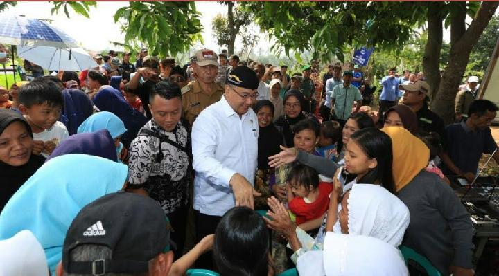 Menteri PDT Dan Trasmigrasi Tinjau Padat Karya Produktif Di Desa Bumiwangi